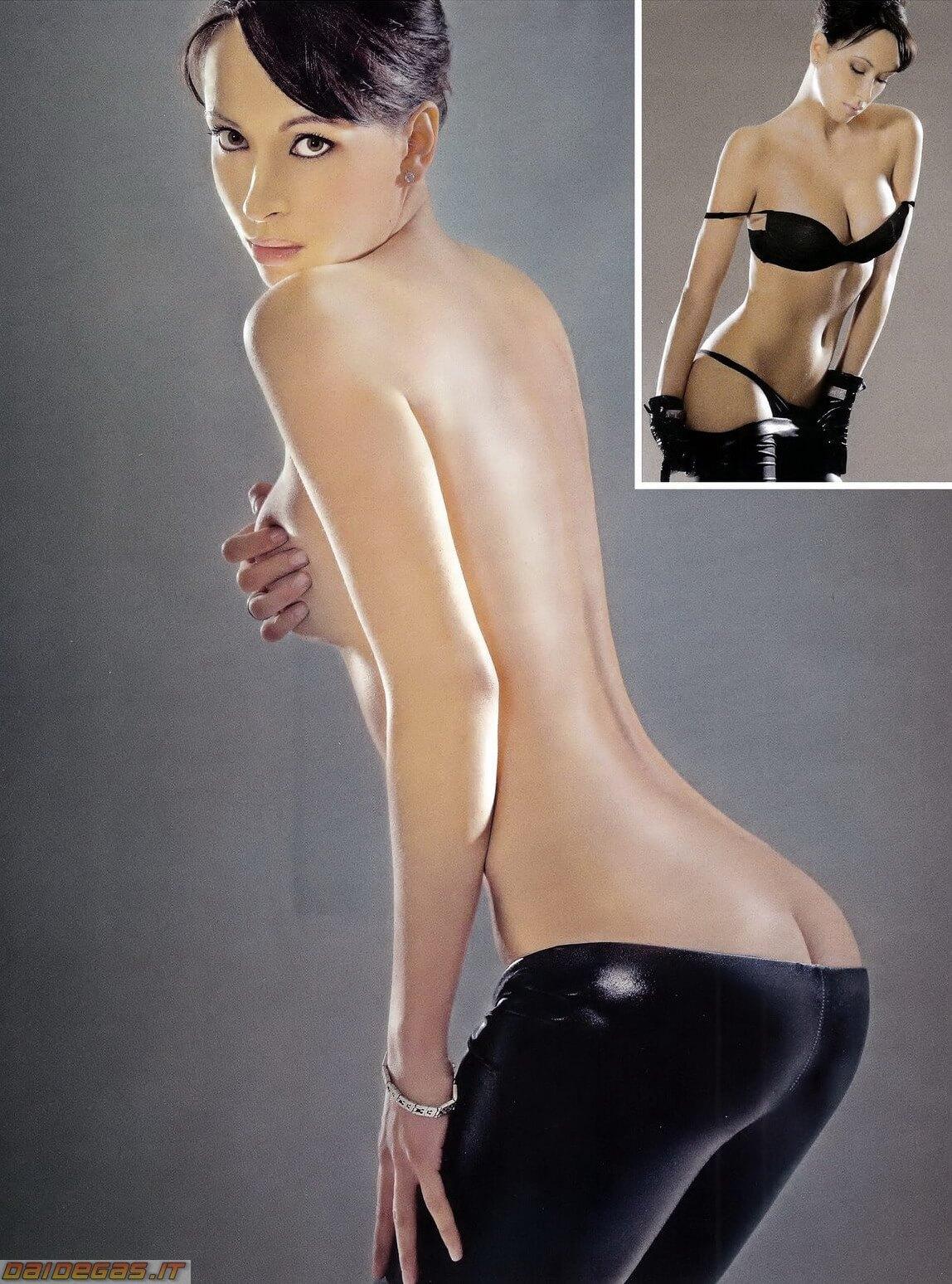 Manuela-Raffaeta-spogliarello-sexy-culo-