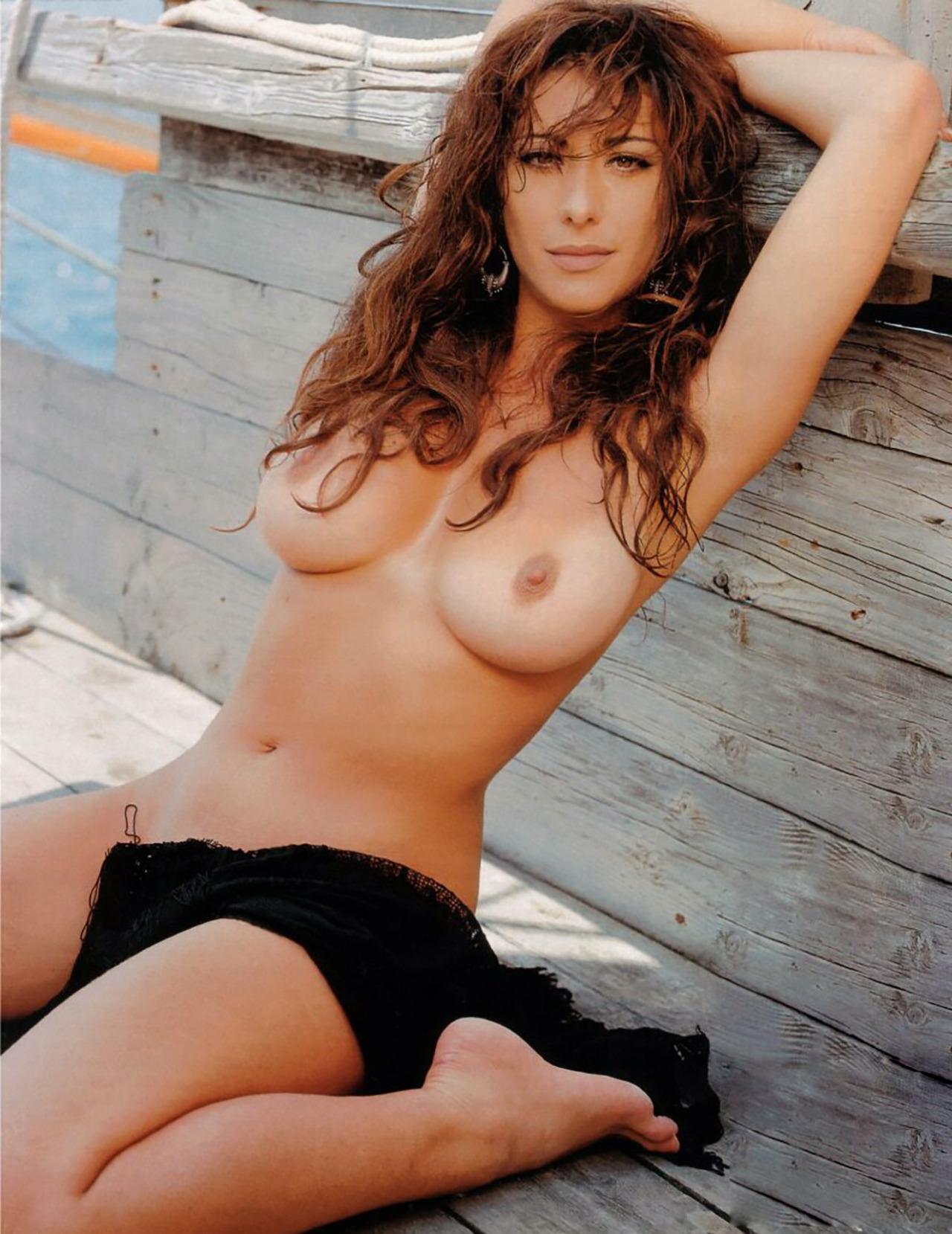 Эротические фото певицы сабрины, русская домохозяйка с большой попой трахается