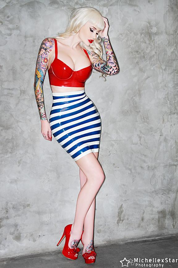 [IMG]http://www.daidegasforum.com/images2/424/Sabina-Kelley-hot-1.jpg[/IMG]