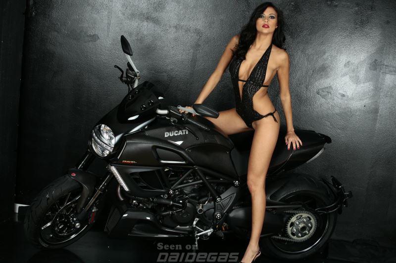 Francesca Lukasik em moto, famosa em moto, gostosa em moto, Mulheres de moto, mulher sensual na moto, gostosa em moto, Mulher semi nua em moto, biker babe, sexy on bike, sexy on motorcycle, babes on bike, ragazza in moto, donna calda in moto,femme chaude sur la moto,mujer caliente en motocicleta, chica en moto,
