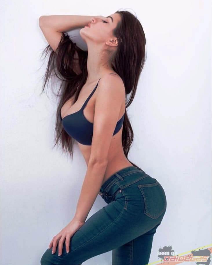 elena-berlato-sexy-jeans.jpg